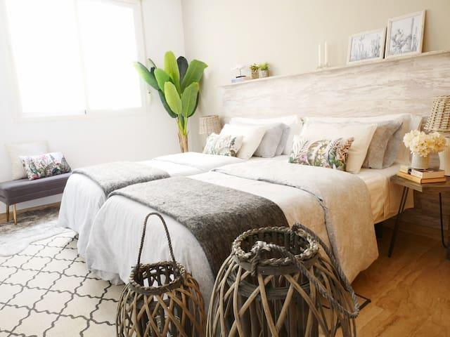 Habitación con dos camas individuales / Two single beds room