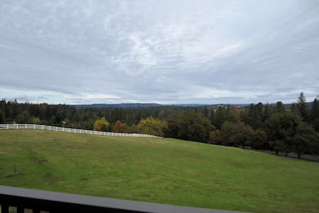 Grand Views! Estate on the Wine Trail w/Luxury Spa - Somerset - Dům