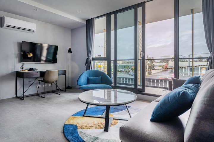 1 Bedroom 1 Bathroom - next to Chadstone Shopping Centre