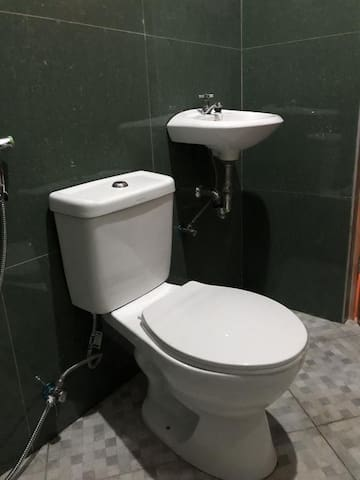 Hot and cold bathroom.