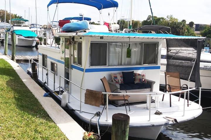 Island Girl Houseboat condo