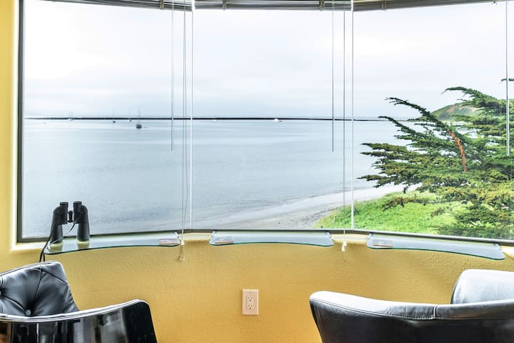 BEACHFRONT LOFT near MAVERICKS~HMB~AMAZING VIEWS!