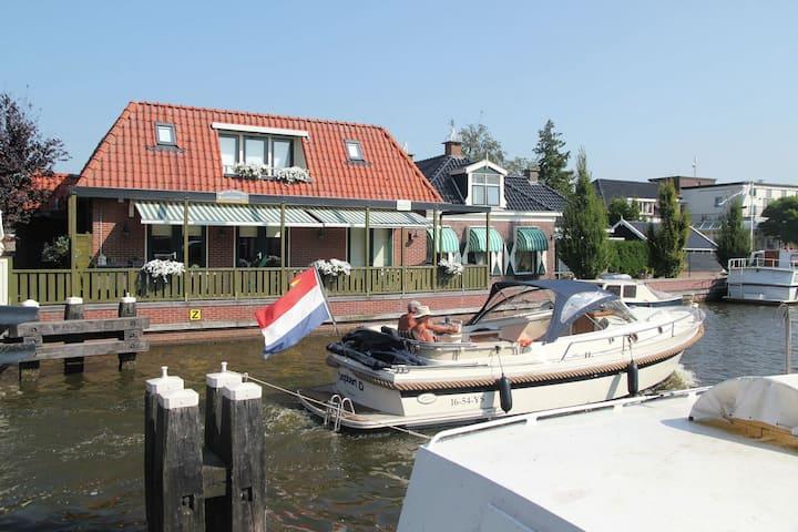 Casa de vacaciones exclusiva en Lemsterland con terraza