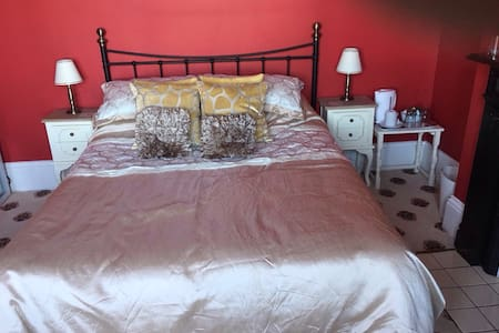 Imperial House - Direct Sea Views - Herne Bay - Hus