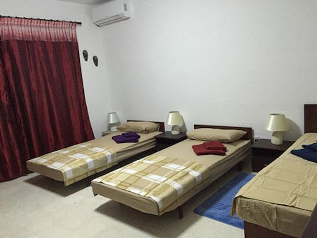Garden view room for male in Swieqi - Is-Swieqi - Flat