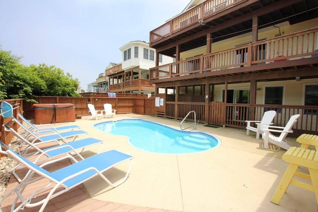 Terrace,Pool,Water,Chair,Furniture