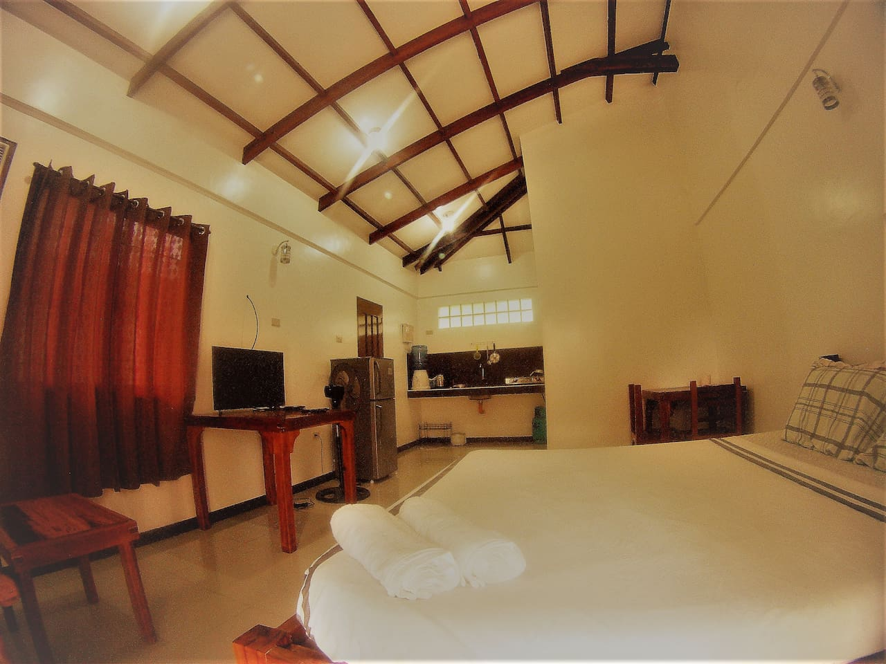 Villa room with kitchen, air conditioning room, satillite tv, fridge, private bathroom with hot and cold shower. for 2 with free breakfast