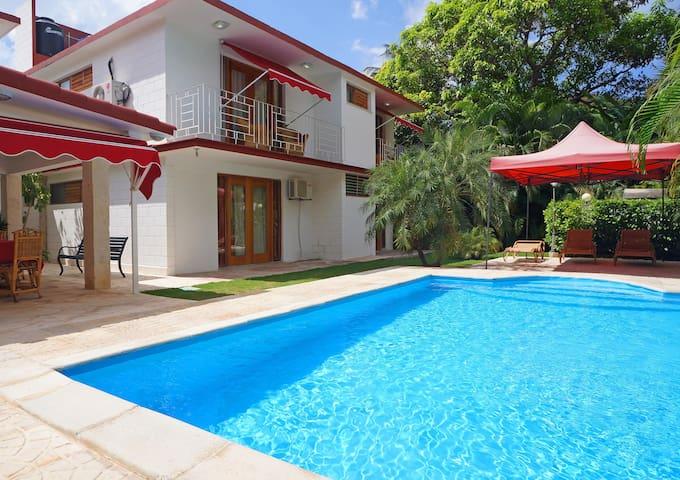Villa de lujo con piscina -Habana-MiAlquilerEnCuba