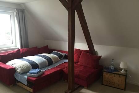 Einzelzimmer in Messenähe - Hemmingen