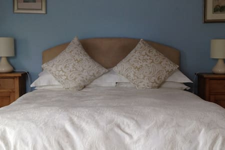 Robin's Roost at Marsh Farm Bed and Breakfast - Abbots Bromley