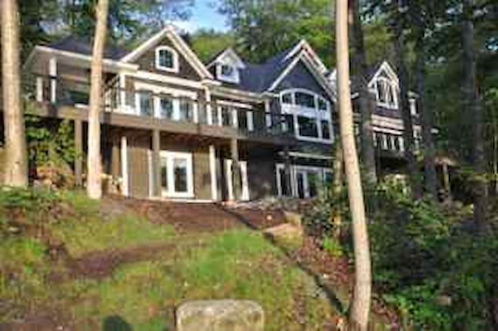 Muskoka Home on Fairy Lake, Huntsville