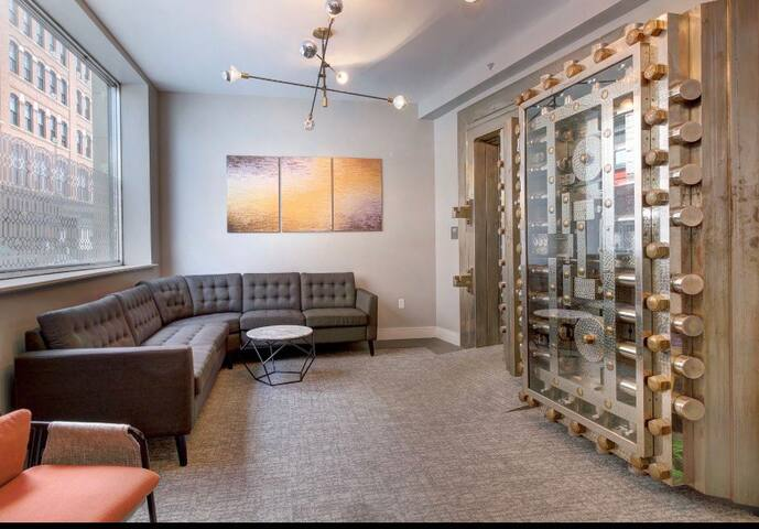 Stunning 1 Bed Room in Downtown Lynn!