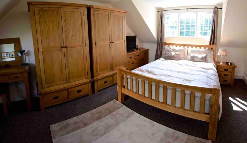 Master Bedroom with En Suite.