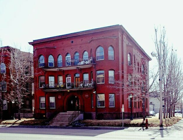Handsome Updated Victorian Apartment Near Downtown - Minneapolis - Byt