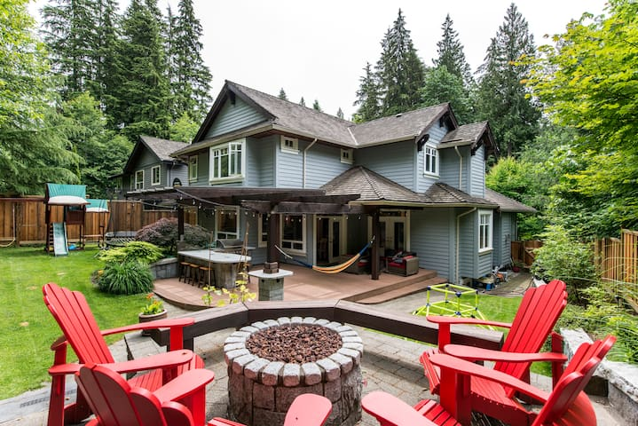 Spacious family home-Nestled in nature-Deep Cove.
