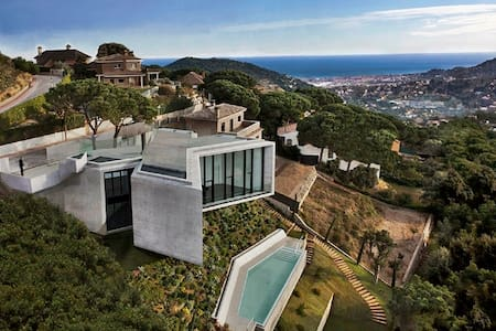 Villa Barcelona jacuzzi-sauna-pool. - Cabrils