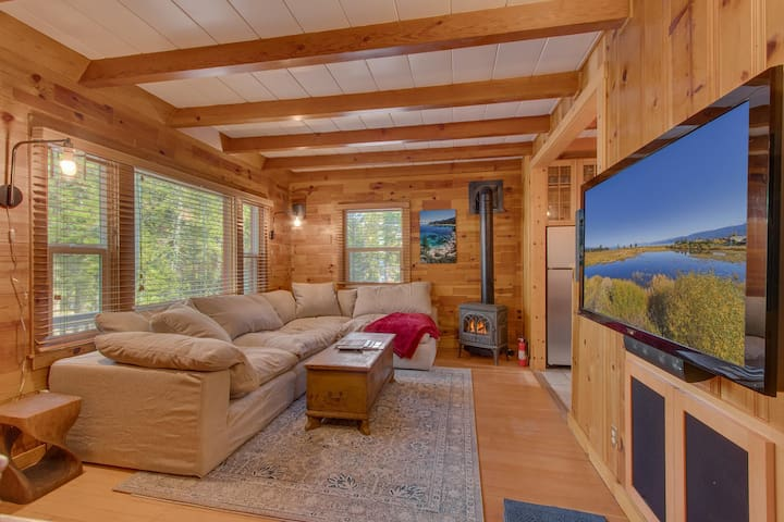 Fountain Cottage - Tahoe City 3BR + Hot Tub + Walk to Lake