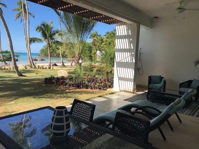 Cincuenta pasos... 2BR Luxury Beachfront Unit
