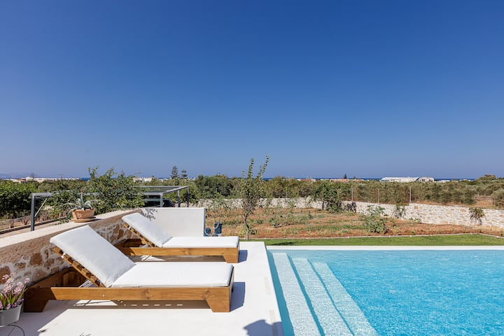 Alba Bianca Villa, a Secluded Retreat