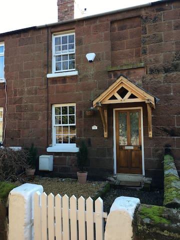 Cosy Stone Cottage in Neston Cheshire / Wirral