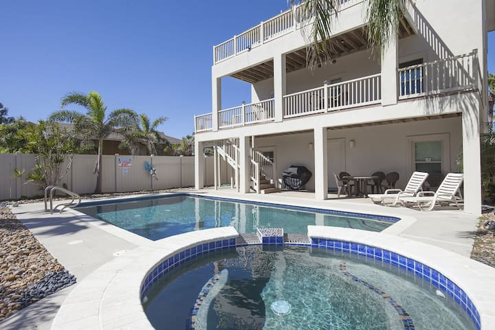 Very Spacious Modern Beach House with Large Private Pool & Hot Tub!