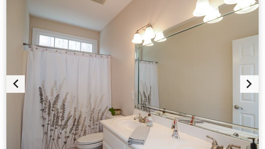 Private single room with full bath
