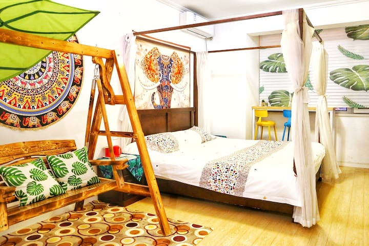 【 (Hidden by Airbnb) 家】华润置地广场海景房东南亚秋千风格,东夷小镇、海洋公园、万平口、世帆基地、太阳公园。