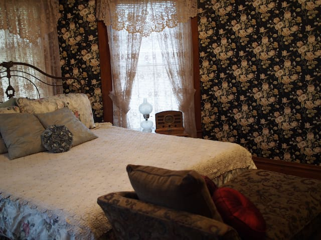 The Abigail room- Brenda's Dream BnB