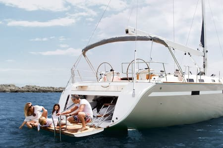 Cabin for 2 in awesome sailing boat - Thera
