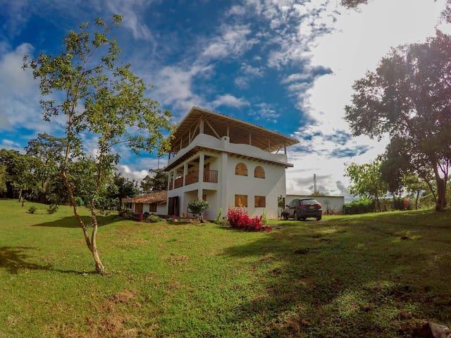 Espectacular villa en San Agustin Huila - San Agustín - House