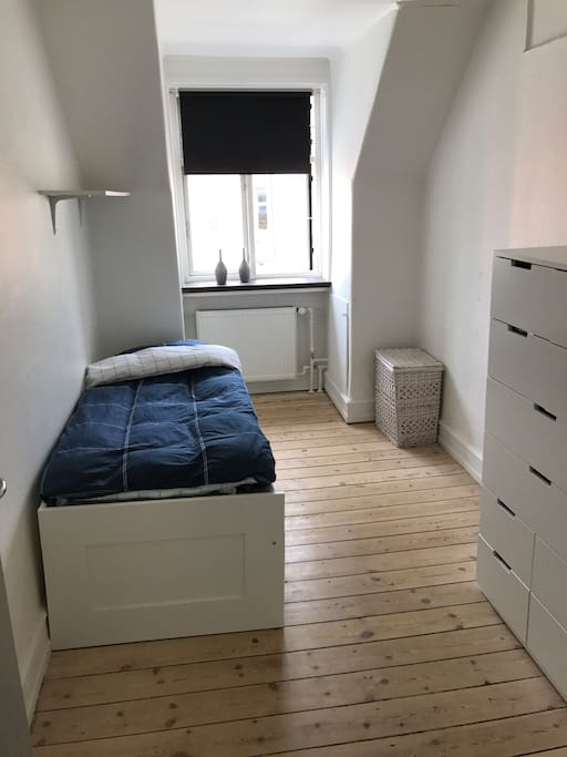 Bedroom with extendable double bed
