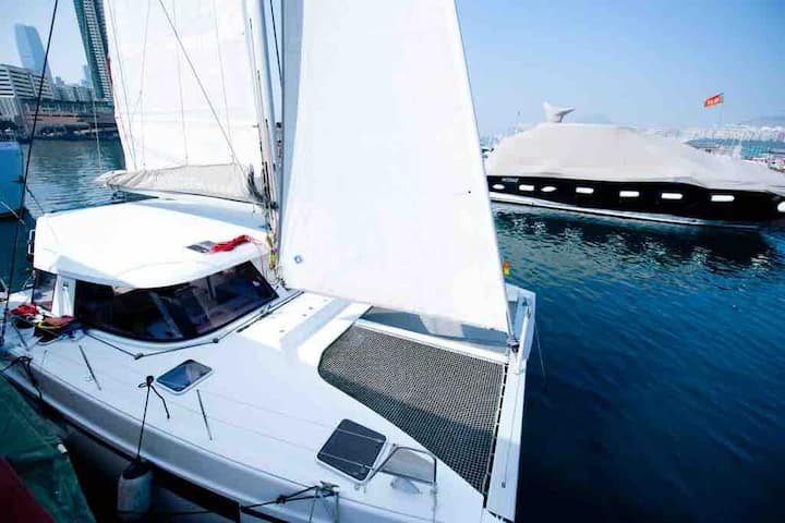Luxurious Catamaran - Whole Boat - Near Soho East