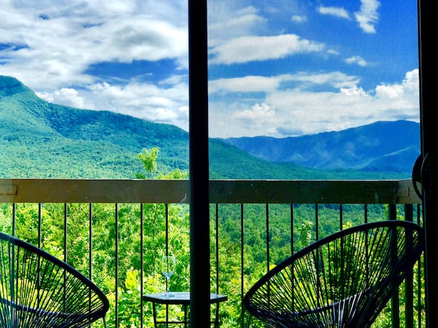 Smoky Getaway - The best mountain view