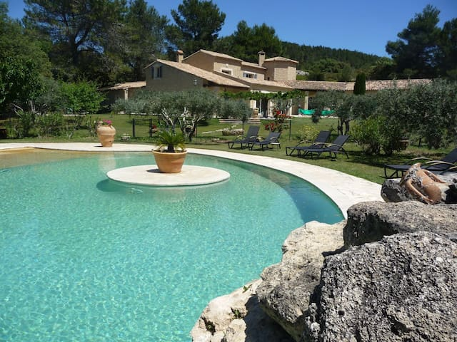 Au coeur d'une propriété de 6.5ha de colline 1037 - Les Baux-de-Provence - Casa