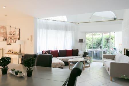 Chambre 2 près PARIS ORLY Maison pleine de charme - Thiais - Casa