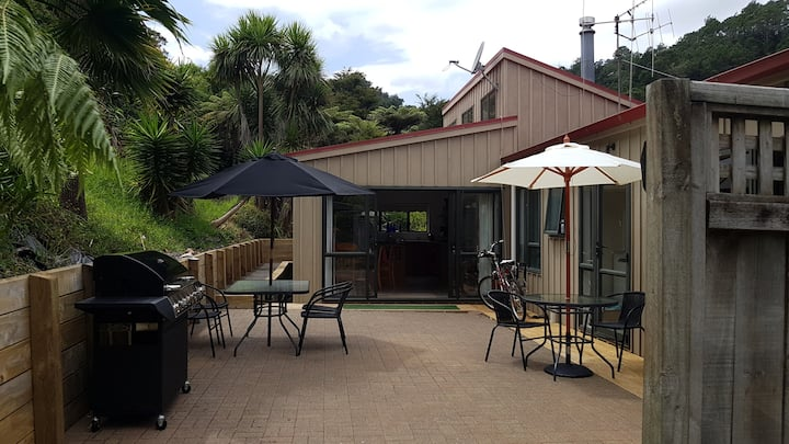 Waiotahi Valley Hideaway.... private and tranquil.