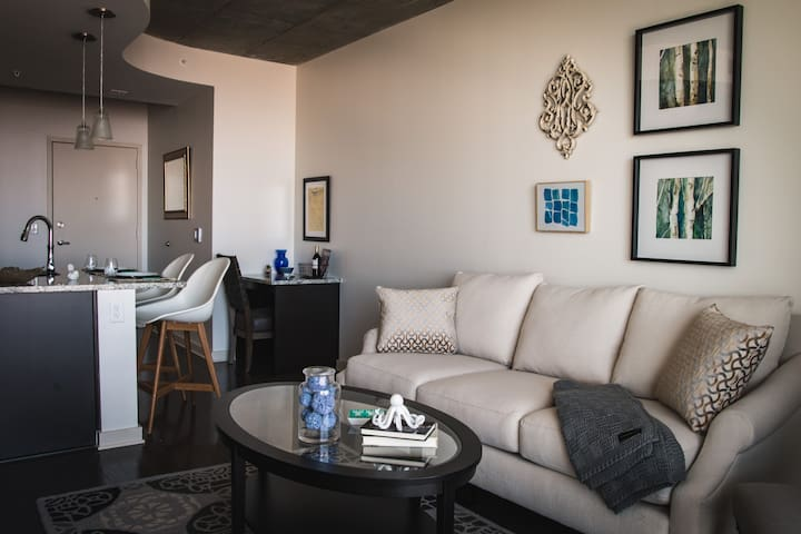 Luxurious 1bd High-Rise in Uptown