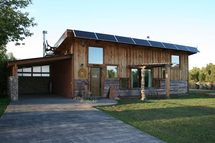 Beautiful Off-Grid Living @ Granny Flats