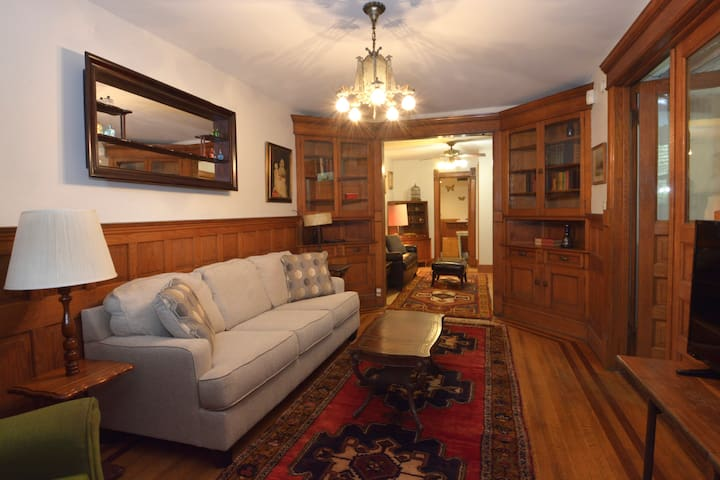 Perfect Vintage 1BR in Ukrainian Village