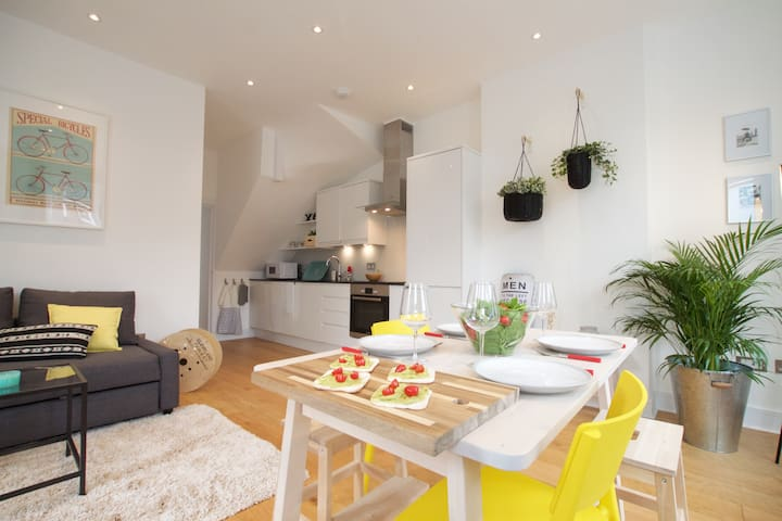Spacious one bedroom apartment in Greyhound Road by Allô Housing