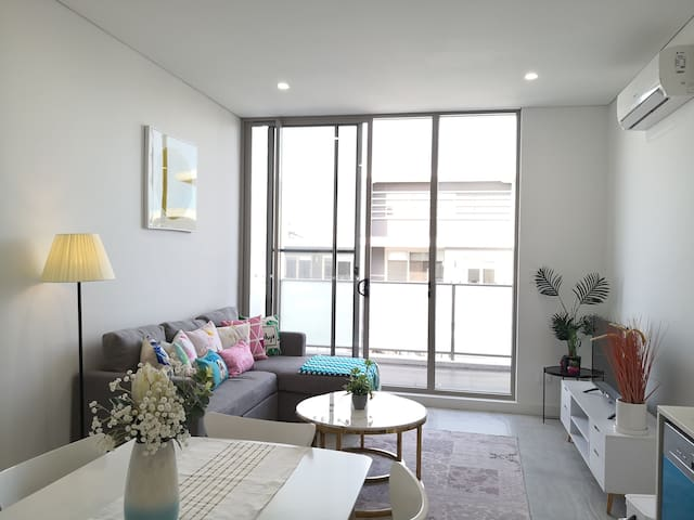 Asquith Brand New 1 bedroom Large Apartment