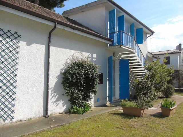 Vista laterale villa singola
