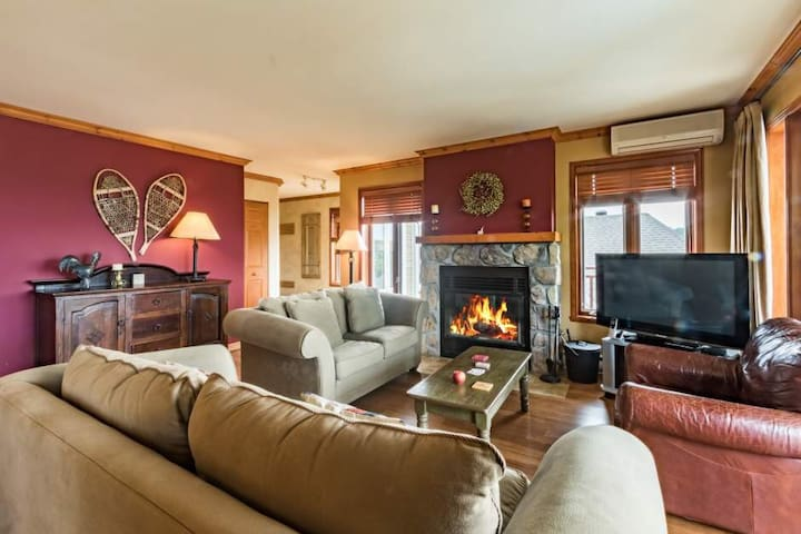 pristine condo ideal for Ironman or a ski holiday