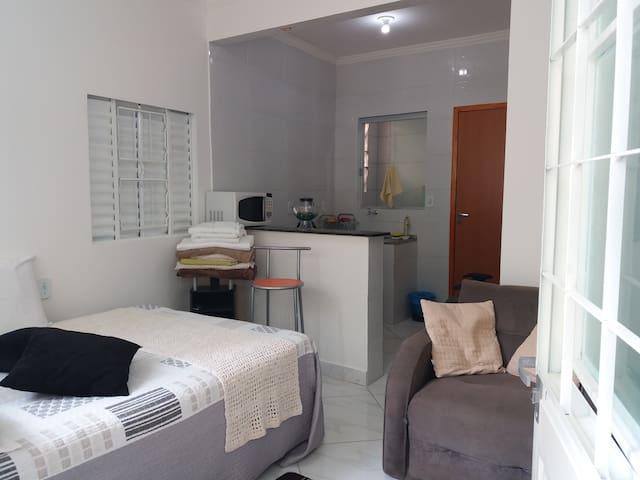 Kitinete - Kit - apartamento - Vila Planalto