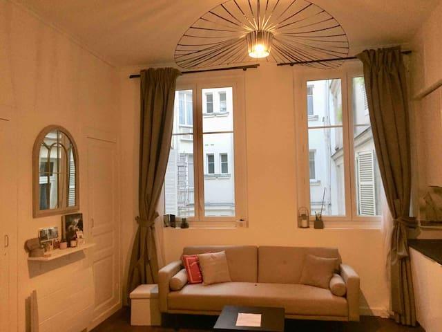 Quiet 2 room apartment, 200m from Arc de Triomphe
