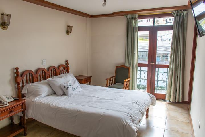 Habitación Triple- Hotel Cumandá