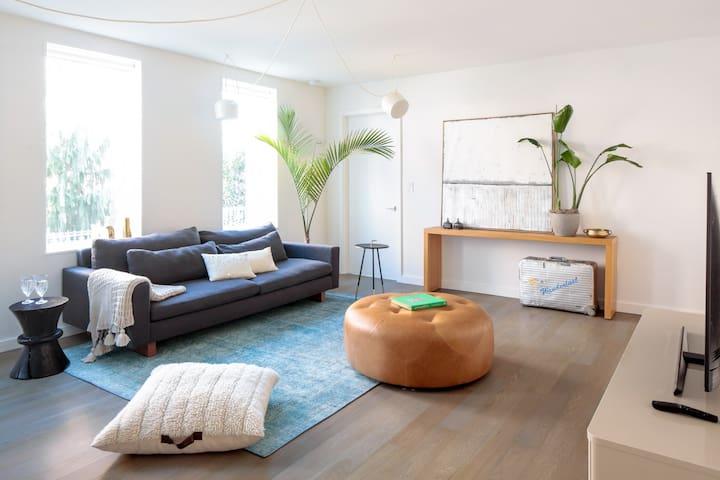 Stylish Designer 3 Bedrm Apartment In Brownstone