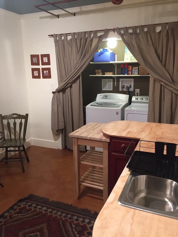 Quiet, private 1-2- bed on Eno River close to Duke