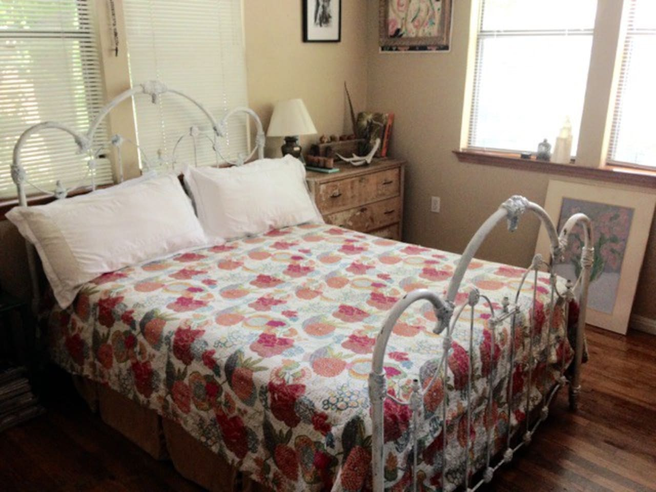 Super cozy queen size bed!