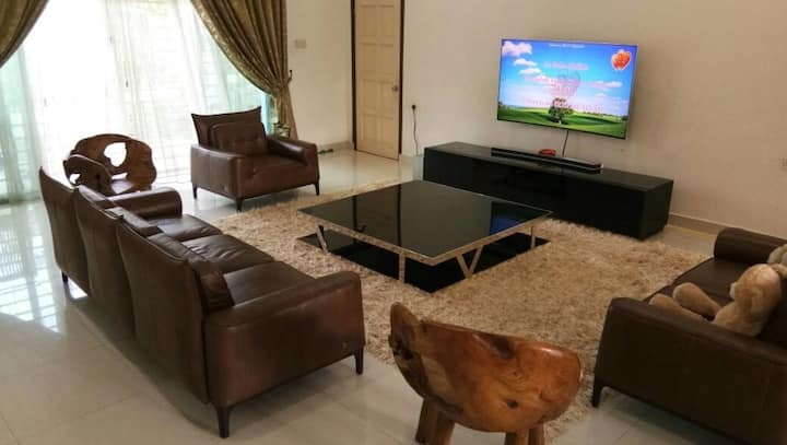 RoomstaySungaiBuloh: 1 Room in a Villa for 2 Pax